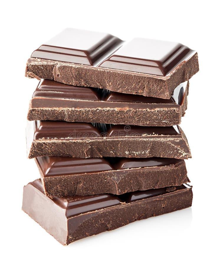 Barras de chocolate isoladas no fundo branco imagens de stock