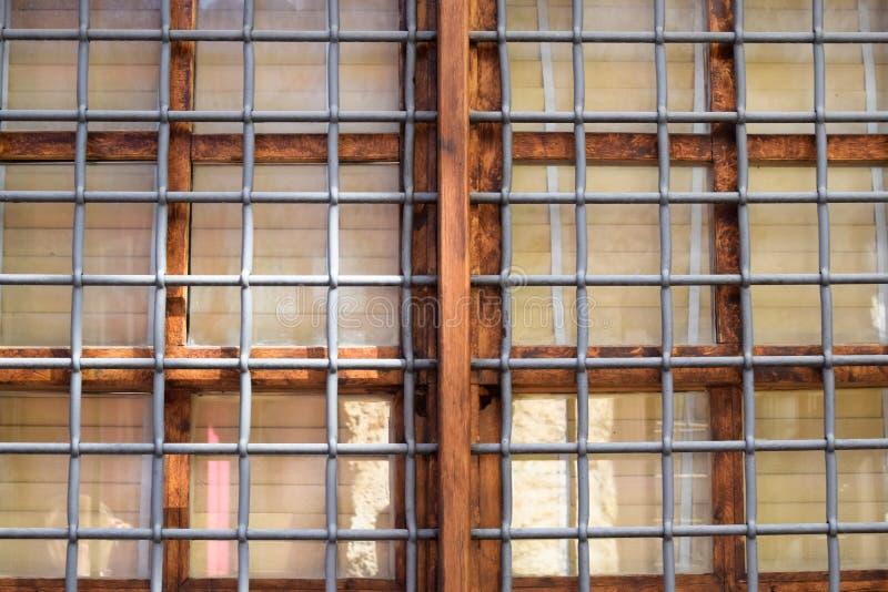 Barras de metal na frente do quadro de janela imagem de stock royalty free