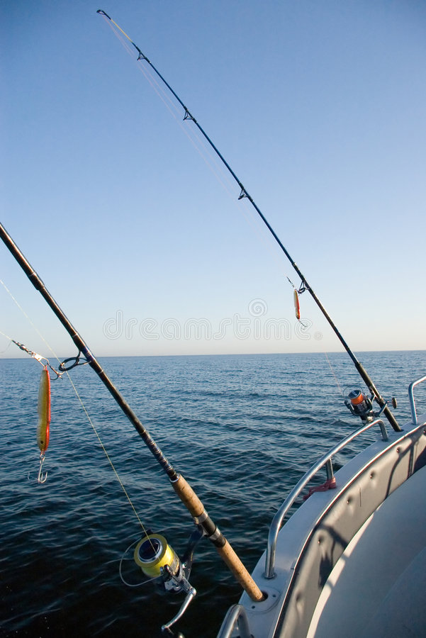 Barras de pesca en el mar. imagenes de archivo