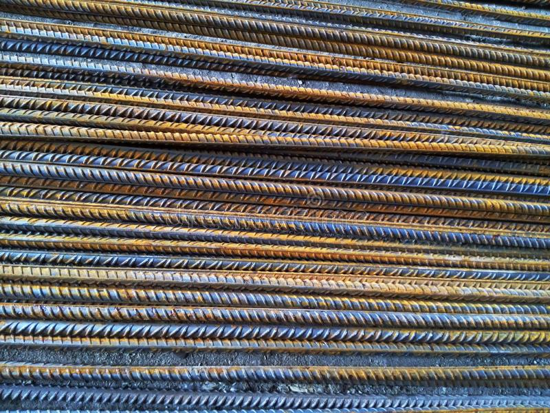Barras de reforço do aço laminado a alta temperatura para o reforço concreto foto de stock