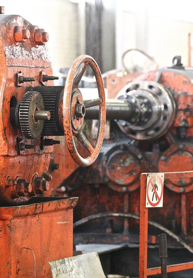 Barras de rolamento helicoidais transversais do moinho fotografia de stock
