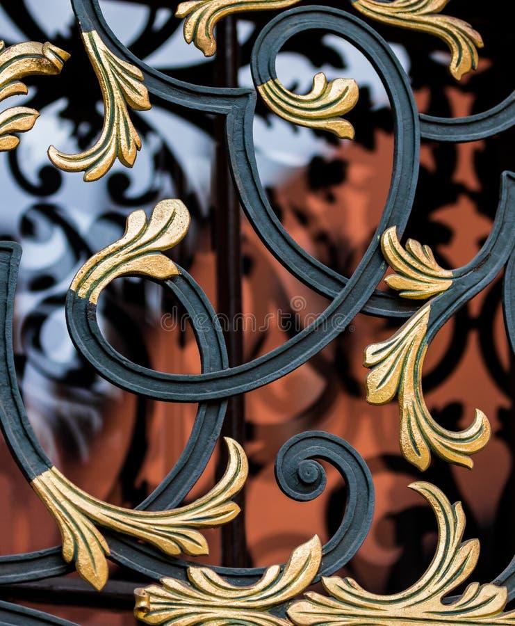 Barras decorativas em janela-Krakow (Cracow) - universidade do Polônia-Jagiellonian imagens de stock royalty free