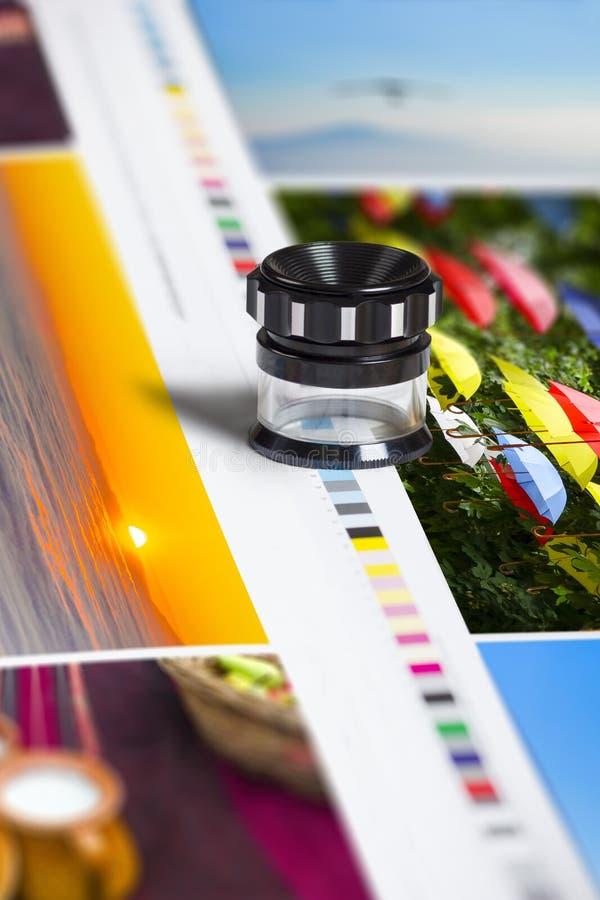 Barras del remiendo del color en la hoja de la impresión de la compensación fotos de archivo libres de regalías