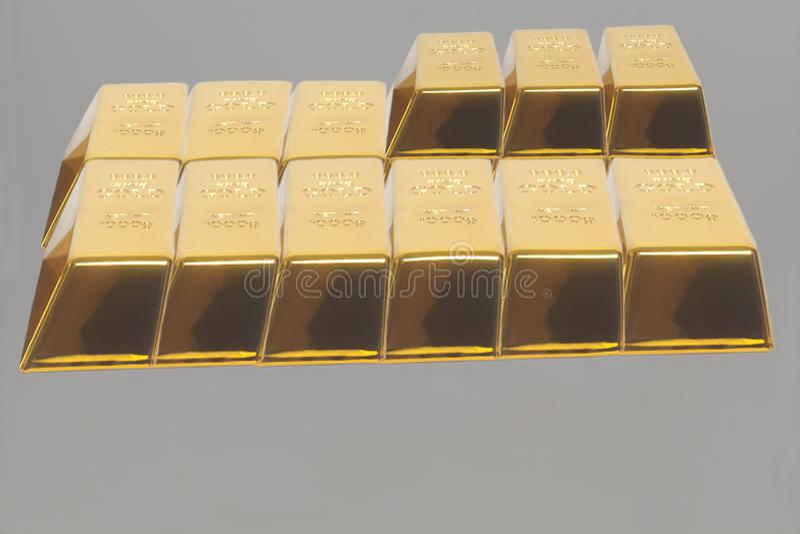 Barras empilhadas do lingote de ouro Pena, eyeglasses e gráficos imagens de stock royalty free