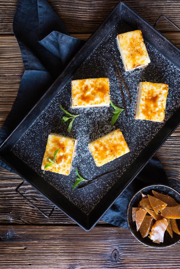 Barras quemadas del pastel de queso de la nata foto de archivo libre de regalías