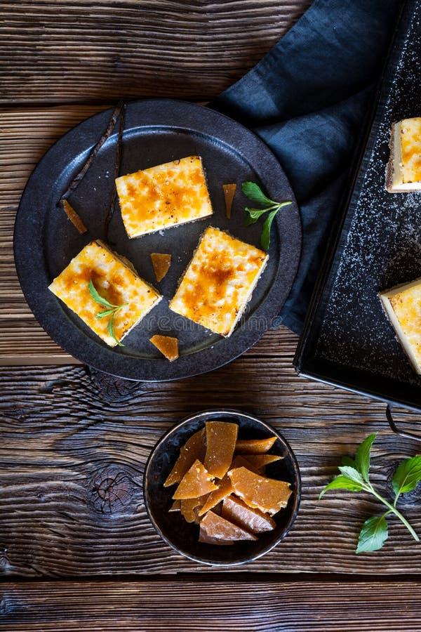 Barras quemadas del pastel de queso de la nata fotos de archivo libres de regalías