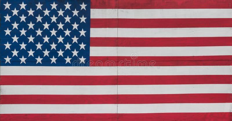 Barras y estrellas de los E.E.U.U. pintadas en los tableros de madera imágenes de archivo libres de regalías