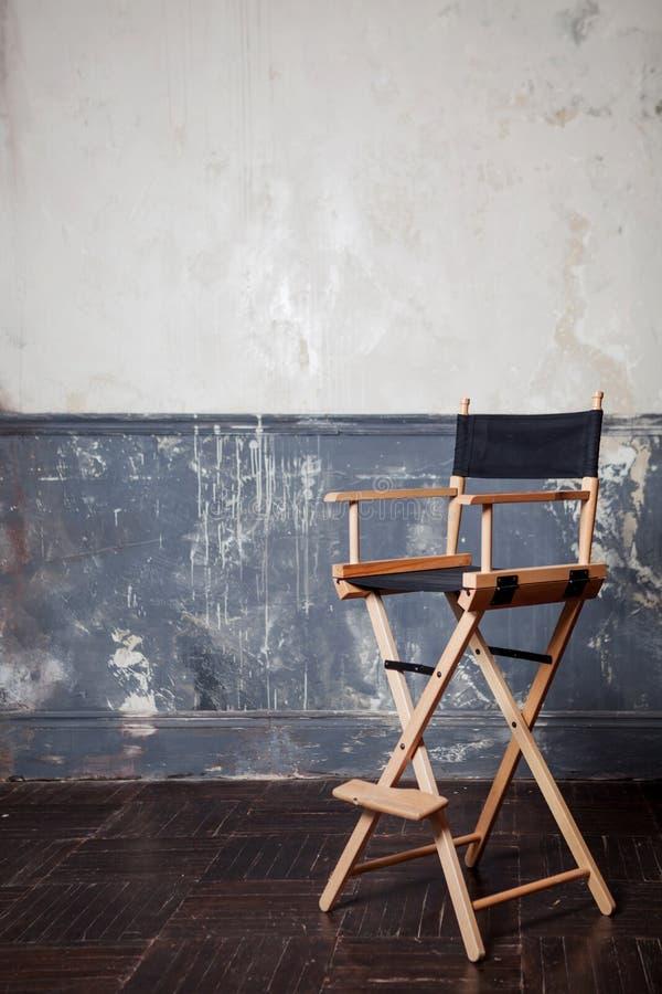 Barre a cadeira na parede, fundo do vintage imagem de stock
