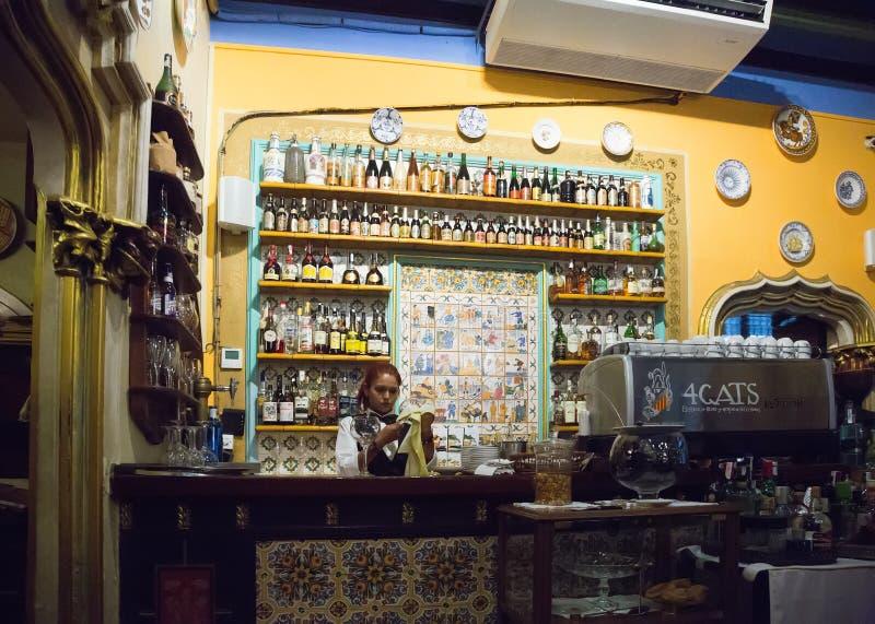Barre contra do café de Els Quatre Gats em Barcelona, Espanha fotografia de stock