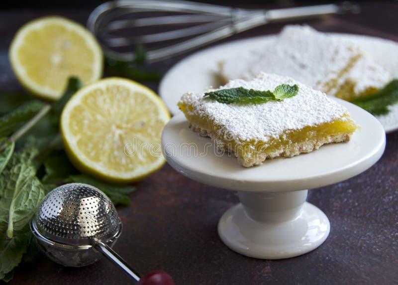 Barre délicieux douce et au goût âpre de citron photos libres de droits