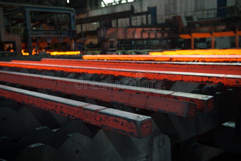 Barre d'acciaio subito dopo la colata immagini stock libere da diritti