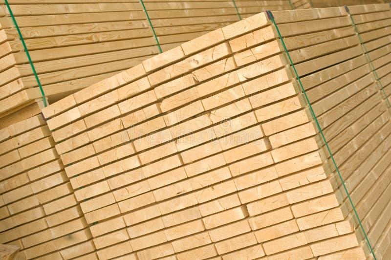 Barre de bois de construction (vue à angles) photos stock