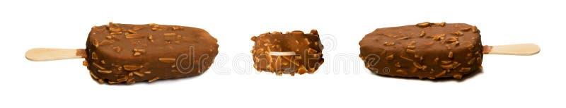 Barre de crème glacée de glace à l'eau d'amande de chocolat d'isolement photo stock