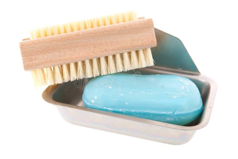Barre de savon avec la brosse de clou images libres de droits