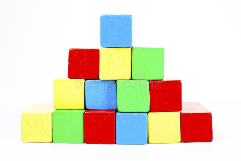 Barre de Toy Blocks Infographic Chart Stair, briques d'enfants sur le fond blanc Diagramme en bois dans le studio photographie stock
