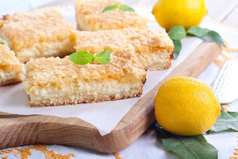 Barre della torta di formaggio del limone immagine stock