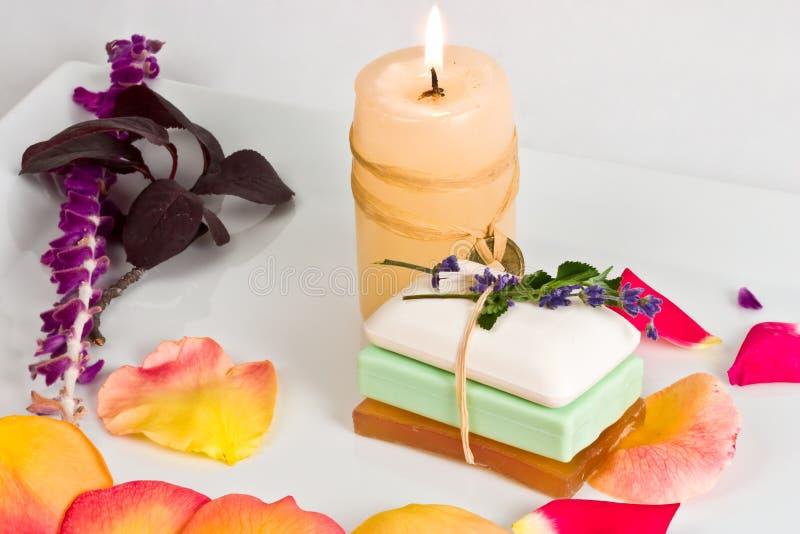 Barre e candela del sapone fotografia stock libera da diritti