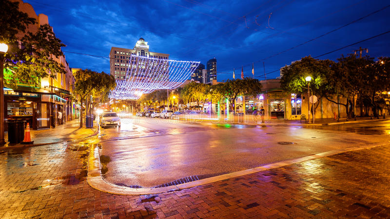 Barre e vita notturna sulla via in Fort Lauderdale, Flor di Himmarshee fotografie stock libere da diritti