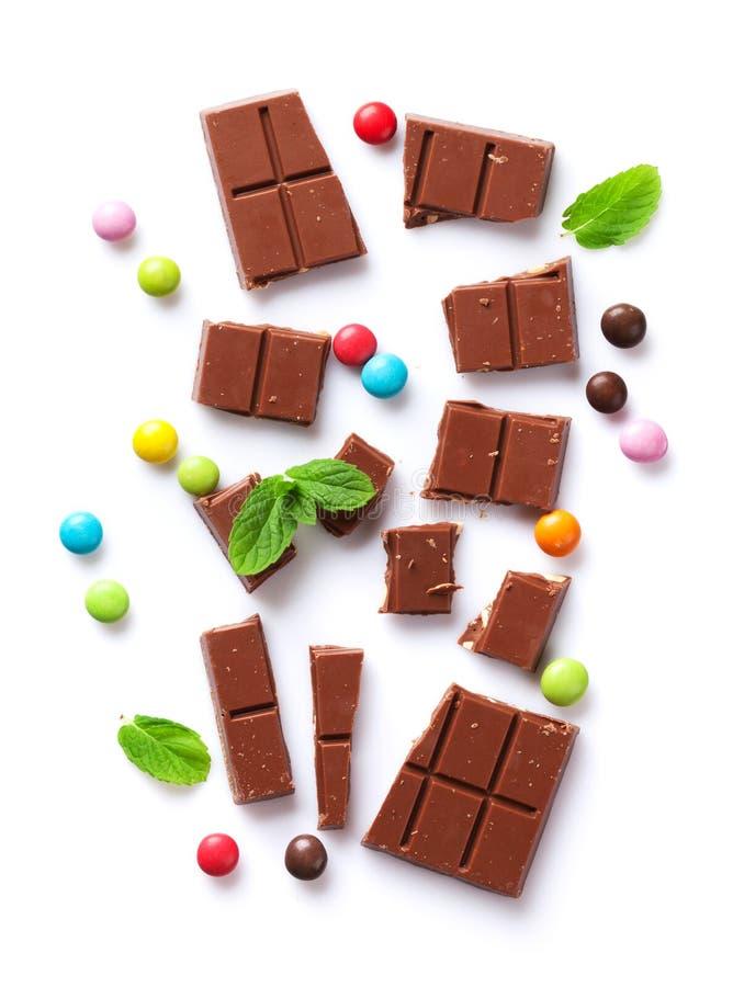 Barre et sucreries de chocolat cassées image libre de droits