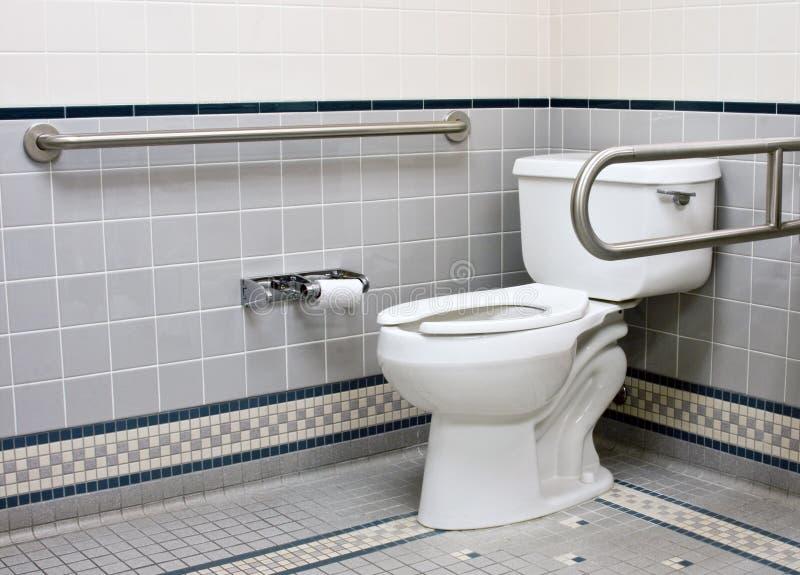 Barre inossidabili di sostegno nella stanza da bagno di handicap immagine stock