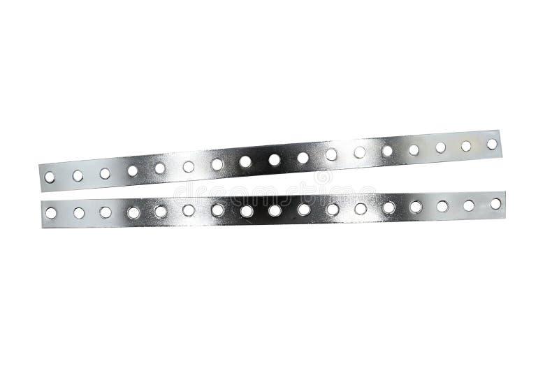 Barre perforée de produit plat, bandes rigides en métal avec les trous, pile de la barre plate d'acier inoxydable d'isolement sur images stock