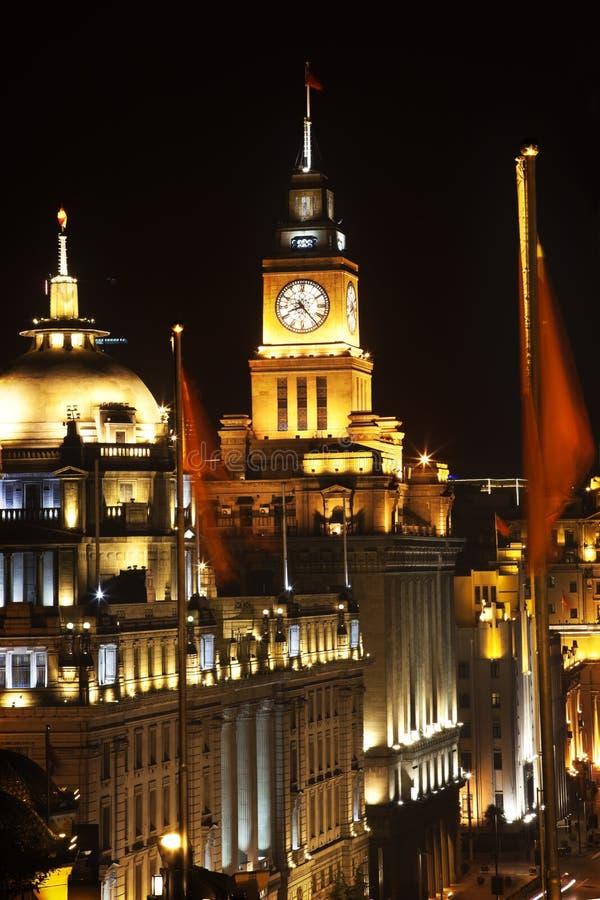 Barreira de Shanghai em bandeiras de China da noite imagem de stock royalty free