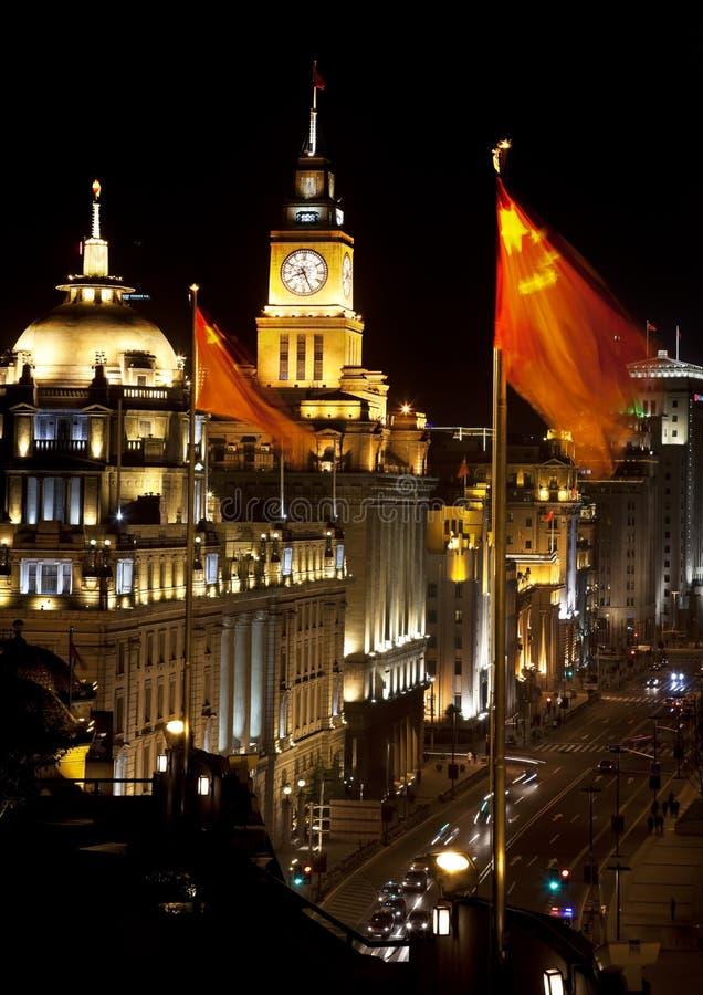 A barreira de Shanghai na noite China embandeira carros imagem de stock