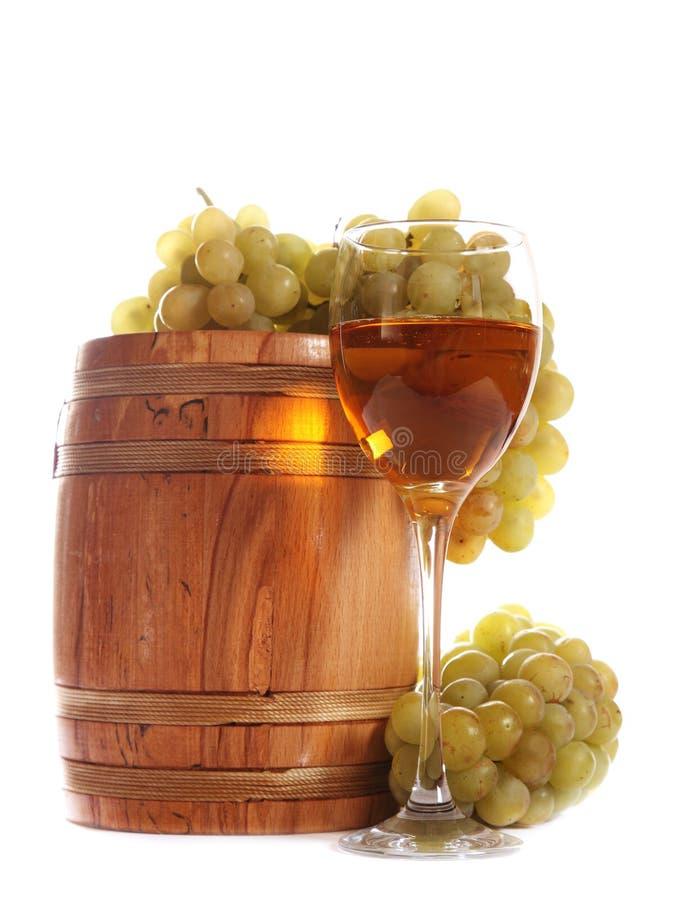 Barrel y un vidrio de vino blanco fotografía de archivo
