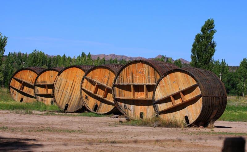 barrels stor rött vin royaltyfri bild