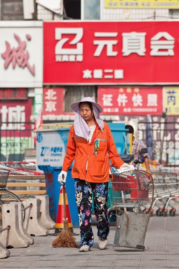 Image result for HEMBRAS jovenes baRREN CALLE EN cHINA