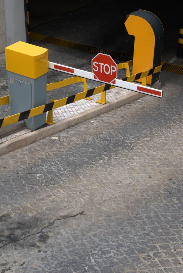Barrera de la entrada del aparcamiento imagen de archivo