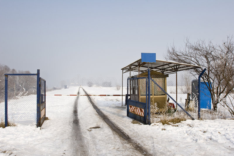 Barrera de la seguridad en invierno fotografía de archivo