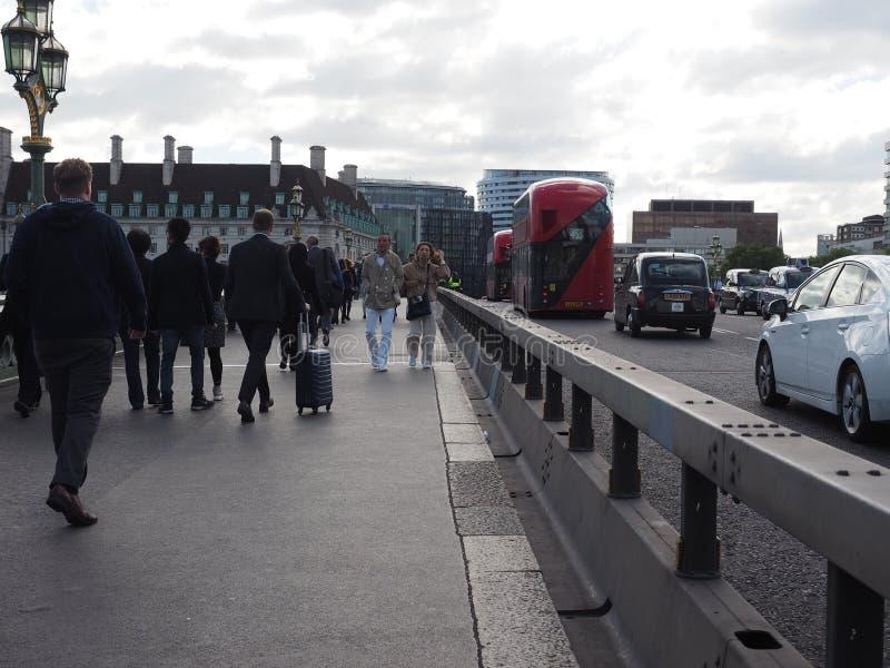 barreras de seguridad antis del terrorismo en Londres foto de archivo