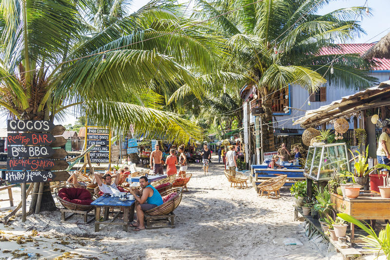 Barres principales de village d'île de rong de KOH au Cambodge photos libres de droits