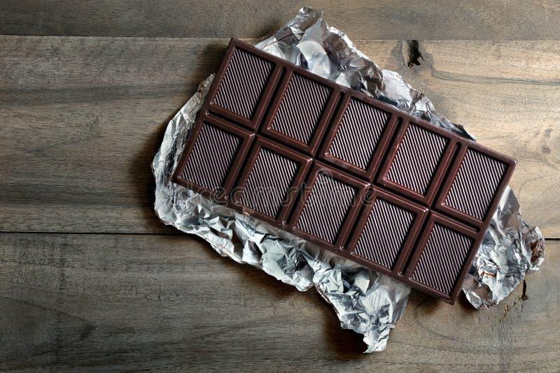 barretta di cioccolato scuro in argento immagini stock libere da diritti