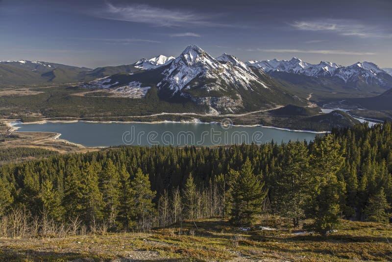 Barriär sjöKananaskis land Alberta Foothills Canadian Rocky Mountains fotografering för bildbyråer
