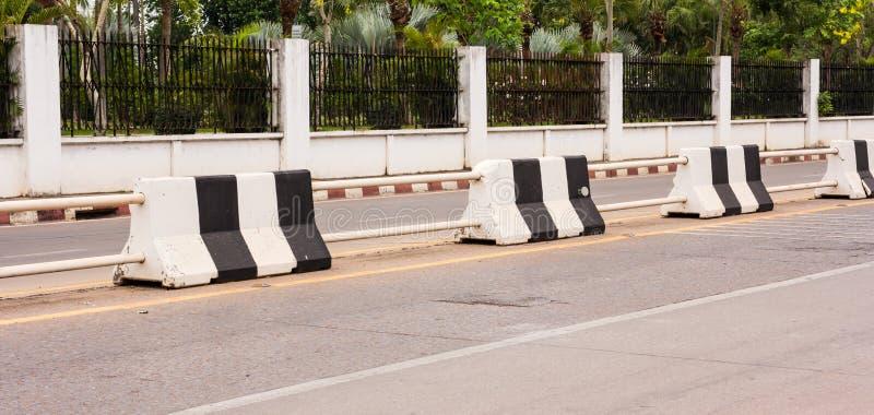 Barriärtrafikcement fotografering för bildbyråer