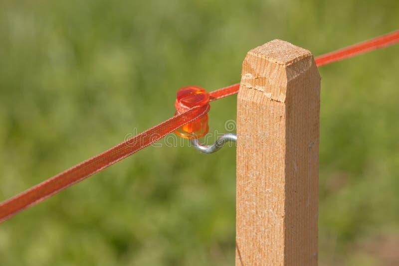 Barrière électrique pour limiter un secteur de pâturage dans le Tirol du sud image libre de droits