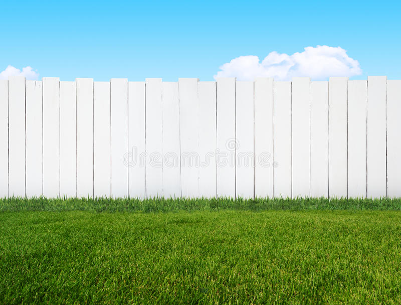 Barrière blanche de jardin image stock. Image du jardin - 40052499