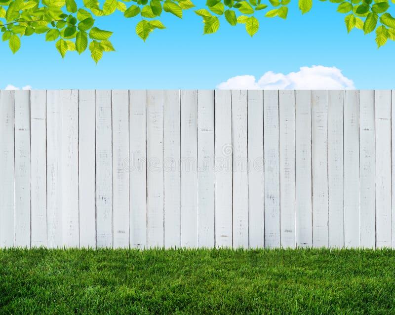 Barrière blanche de jardin illustration stock. Illustration du ...