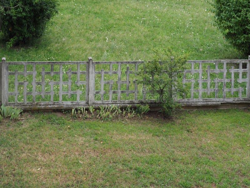 barrière concrète de jardin image stock