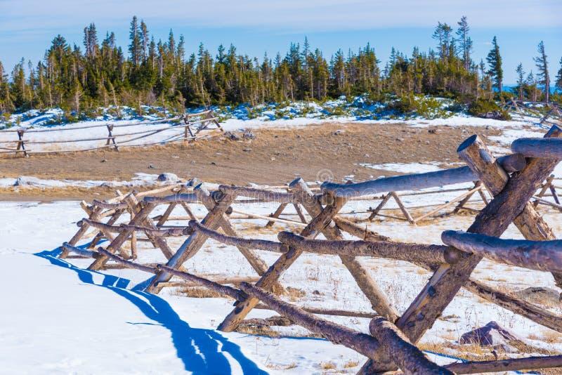 Barrière dans la neige photos stock