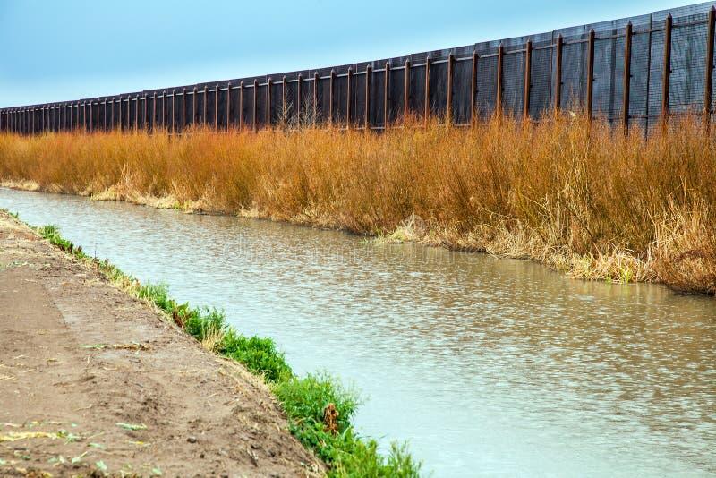 Barrière de frontière des USA vers le Mexique à El Paso photo libre de droits