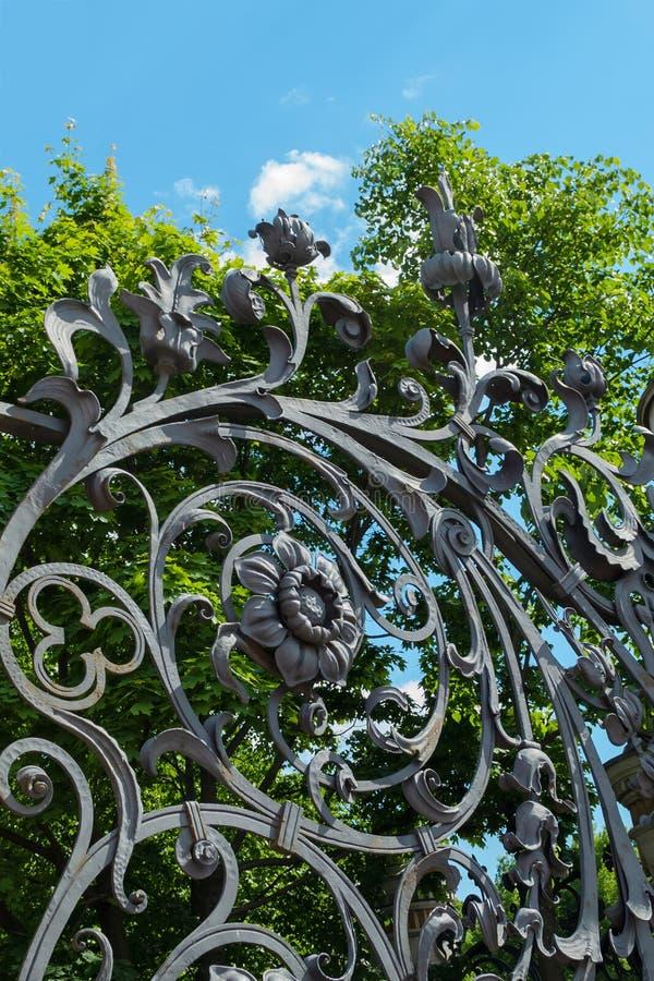 Barrière de jardin de Mikhailovsky, St Petersburg image stock