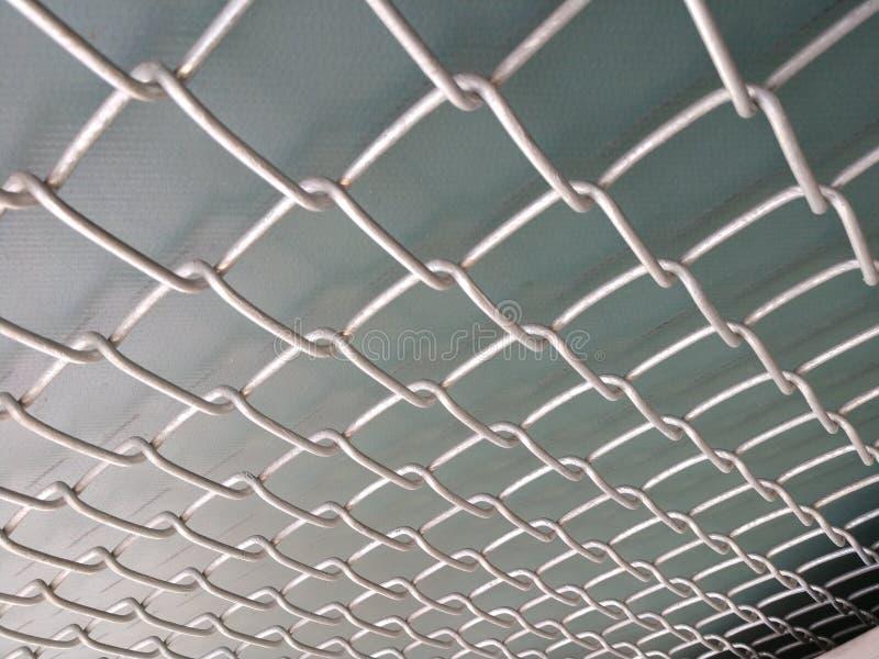 Barrière de maillon de chaîne avec le fond vert photo libre de droits