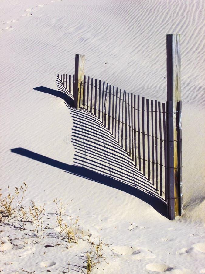 Barrière de neige avec l'ombre photo stock