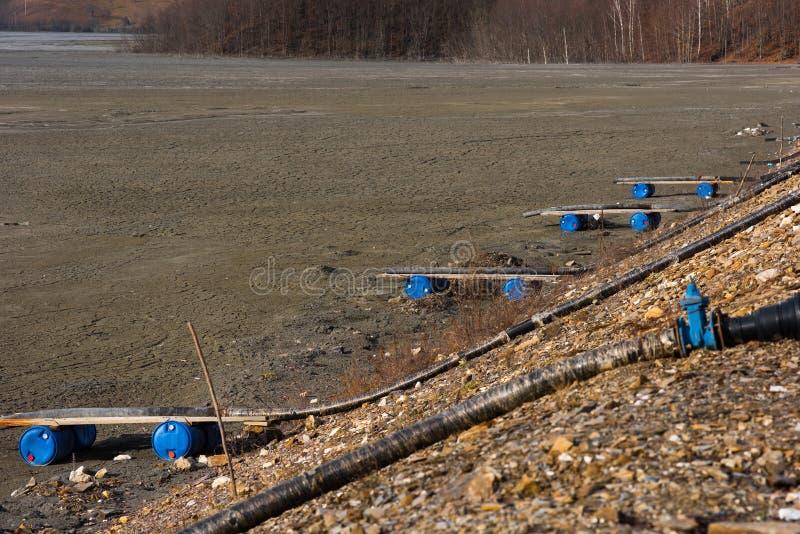 Barrière de rebut de lac Résiduels souillés d'exploitation de mine photos libres de droits
