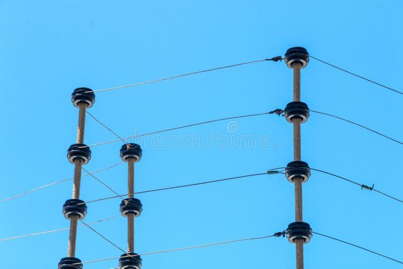 Barrière de sécurité électrique à haute tension fixée au mur Instalation image stock