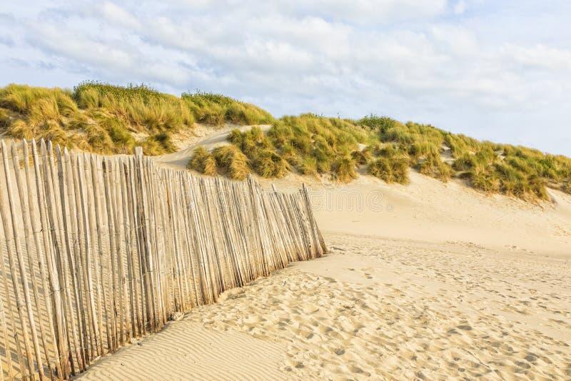 Barrière dunaire à la plage de la Normandie photos stock