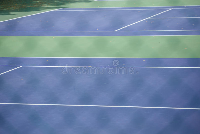 Barrière en acier de maille des courts de tennis photo libre de droits